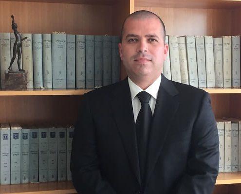 עורך דין עמית וולף